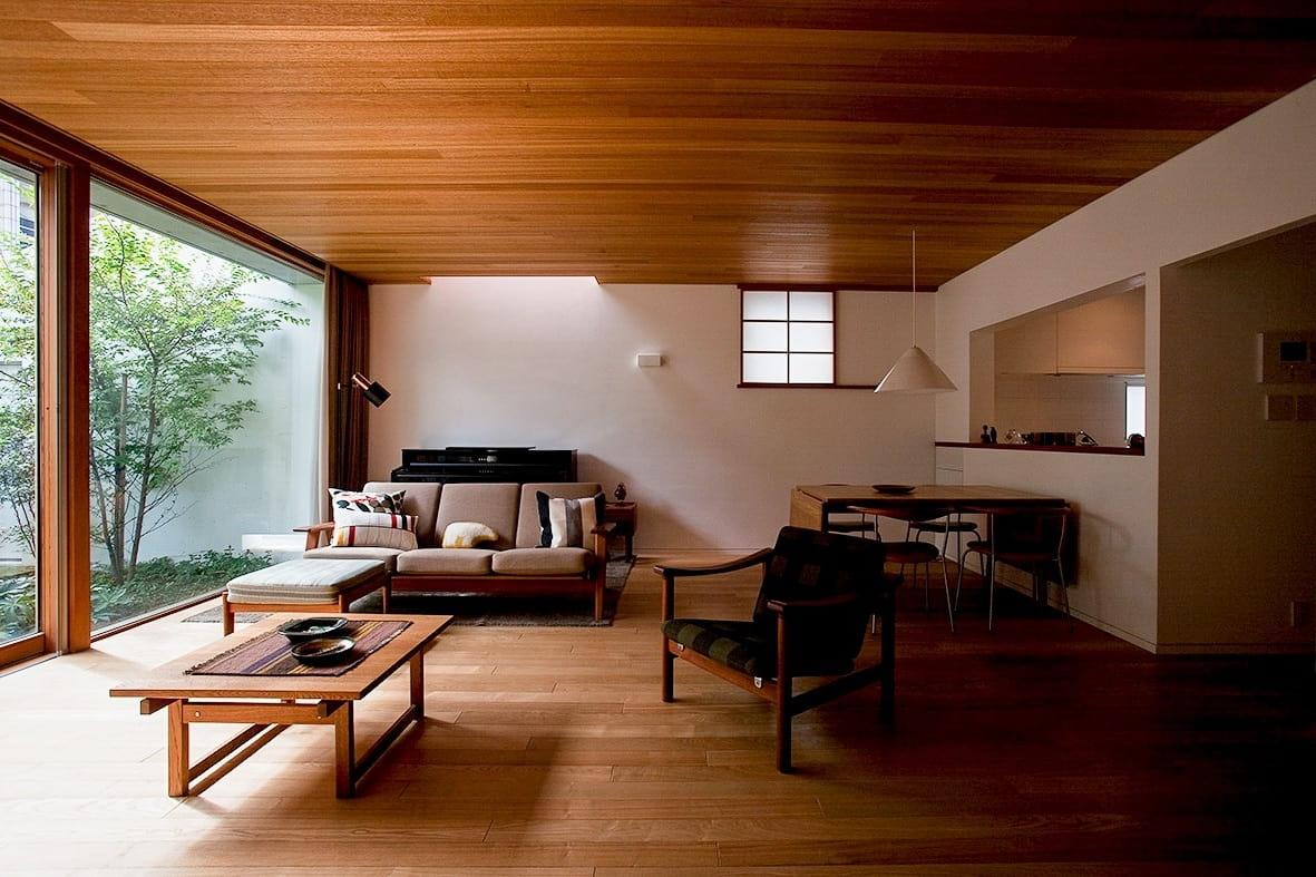 Le matériau dominant de la décoration intérieure dans le style japonais est sans aucun doute le bois.