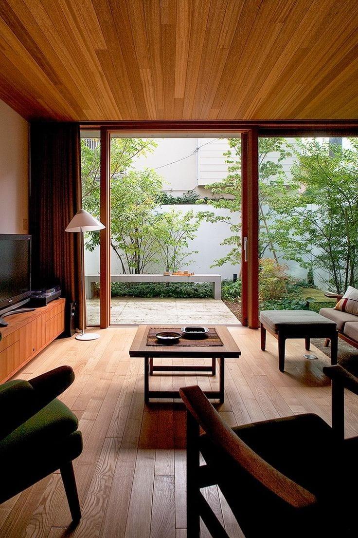 Au Japon, il est courant de marcher sur le sol pieds nus, et le revêtement de sol doit être naturel et chaud.