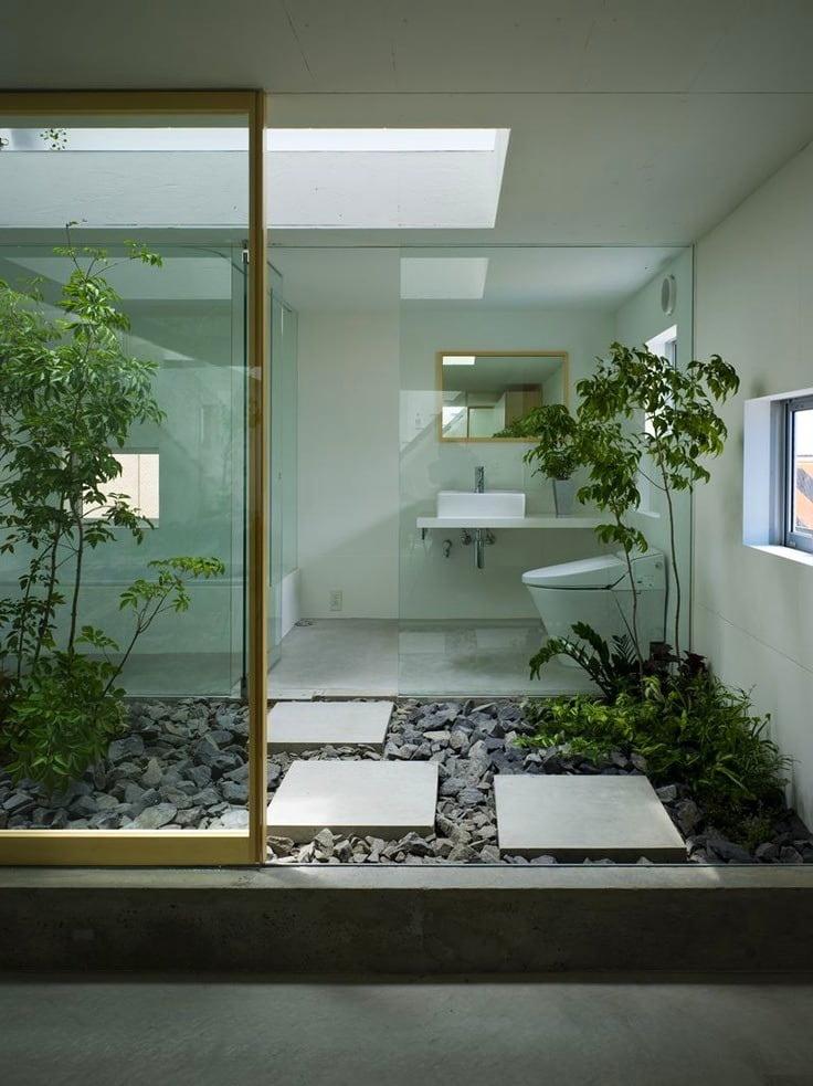 Une baignoire inspirée de la nature est belle et inhabituelle.