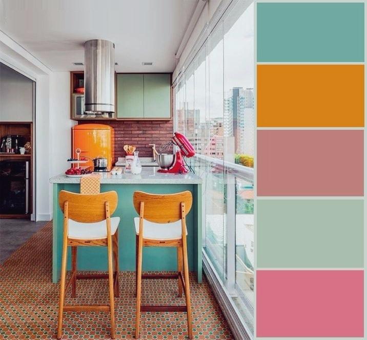 La palette présentée dans l'intérieur de cette cuisine s'harmonise parfaitement les unes avec les autres, créant un style individuel d'une beauté inhabituelle.