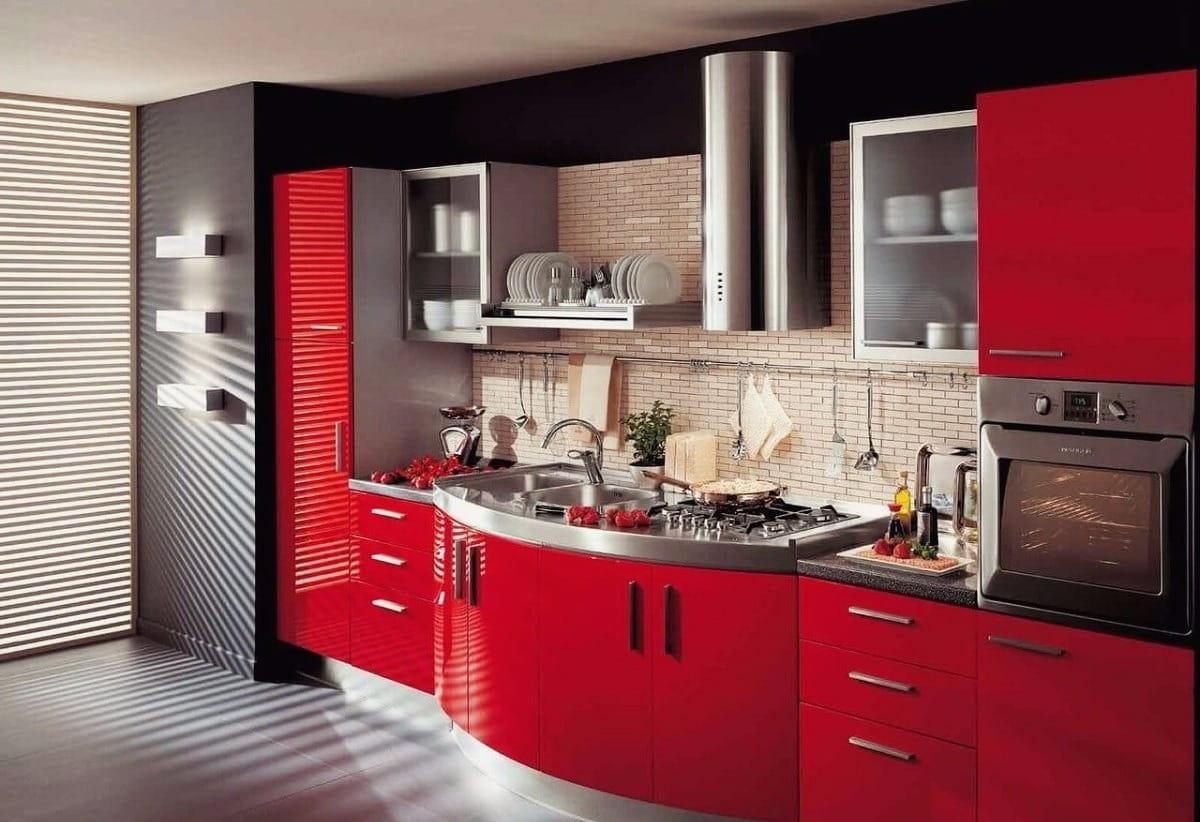 Les briques décoratives au-dessus de la zone de travail s'intègrent parfaitement à tout décor de cuisine.