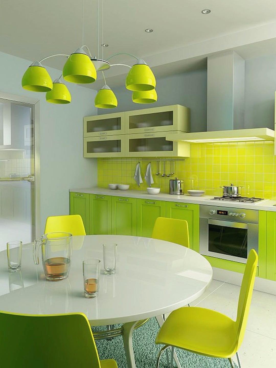 La salade se marie bien avec le jaune, cet intérieur a l'air frais et juteux.