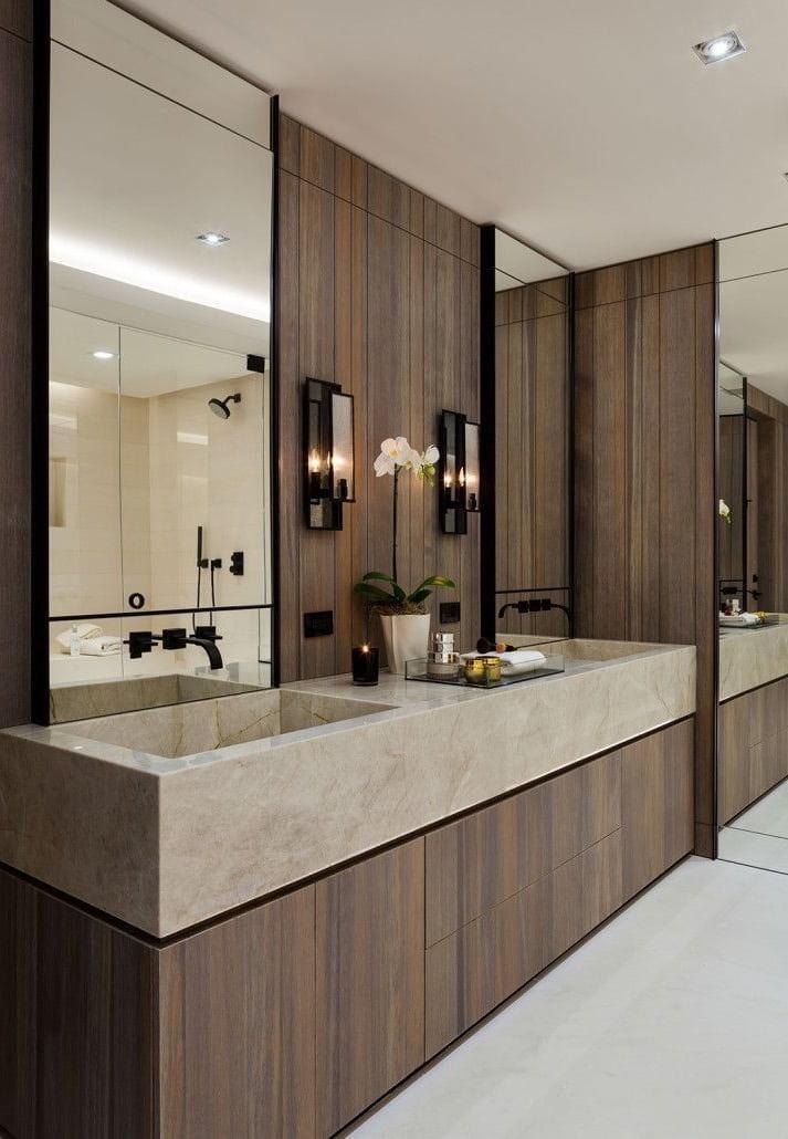 Уютный интерьер ванной комнаты выполненный в теплых оттенках коричневого цвета
