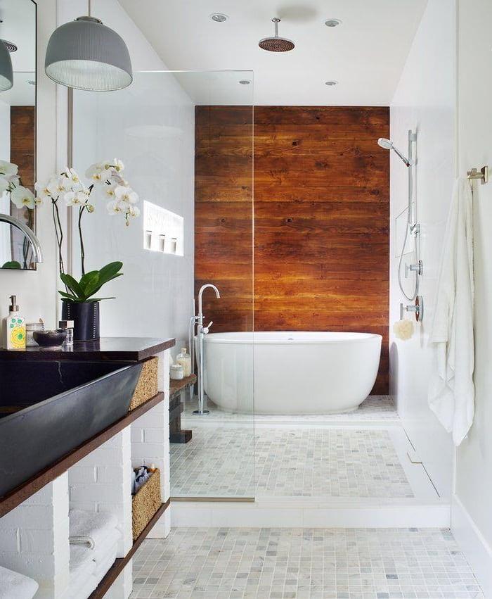 Присутствие натурального дерева в ванной 2021 добавит в интерьер еще больше тепла и уюта