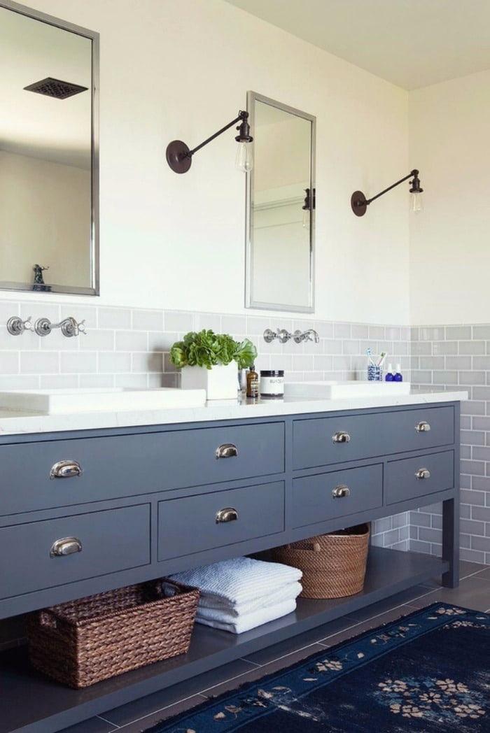 Мебель в ванной должна быть не только красивой, но и функциональной