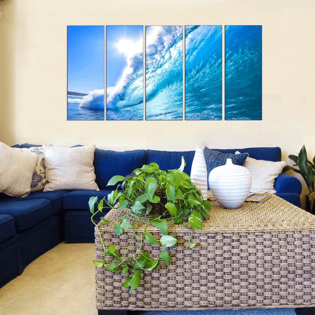 Image modulaire intérieure fascinante et rafraîchissante d'une vague géante