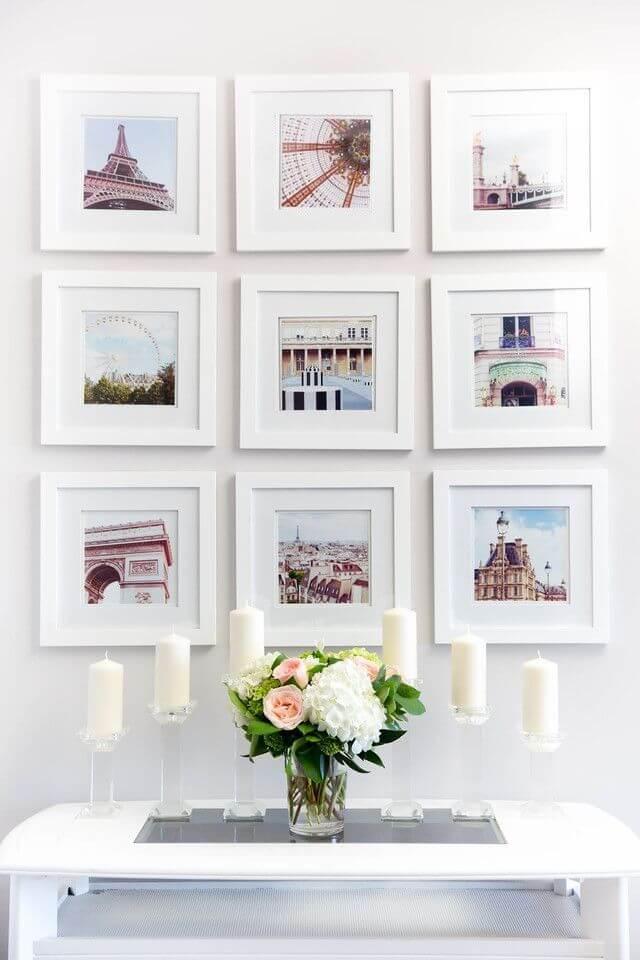 L'abondance de peintures miniatures réalisées dans des couleurs claires crée une sensation de légèreté et d'abondance de lumière