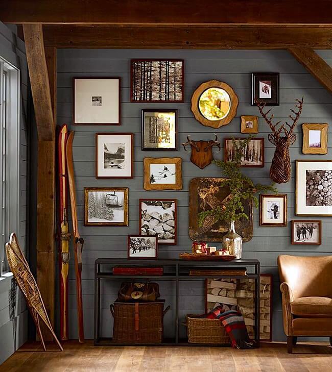 Un mur en bois est une excellente toile de fond pour les photos et les cadres photo.