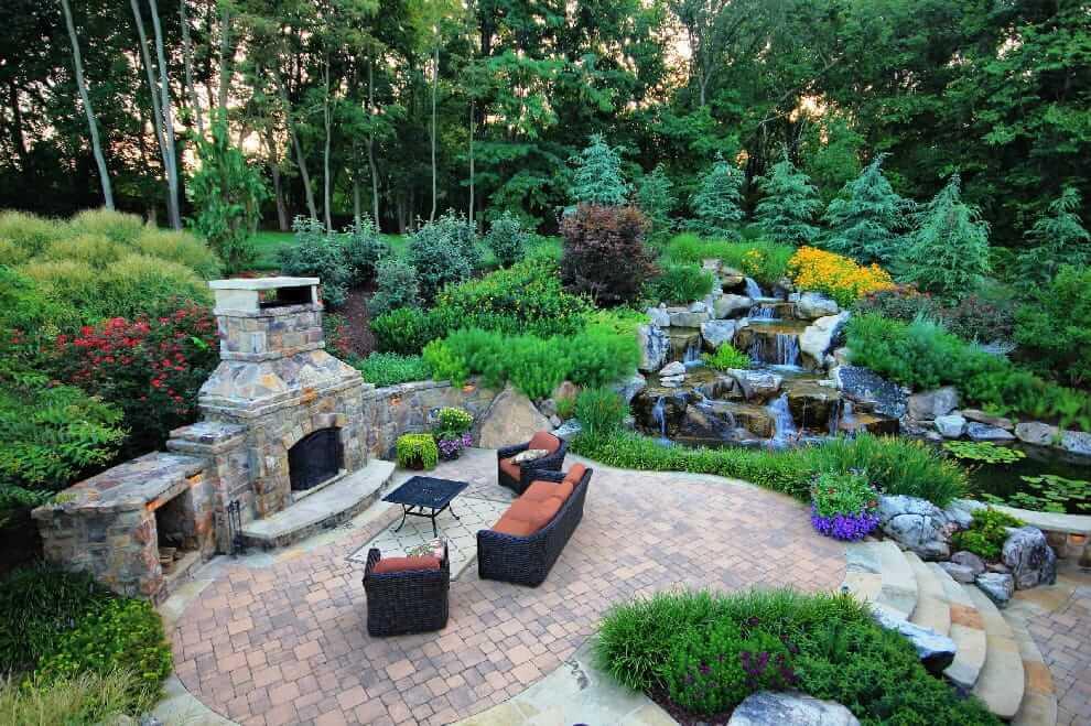 Водопад - придаст ландшафтному дизайну еще большую красоту
