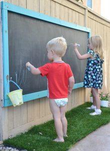 Planche à dessin pour enfants avec leurs propres mains
