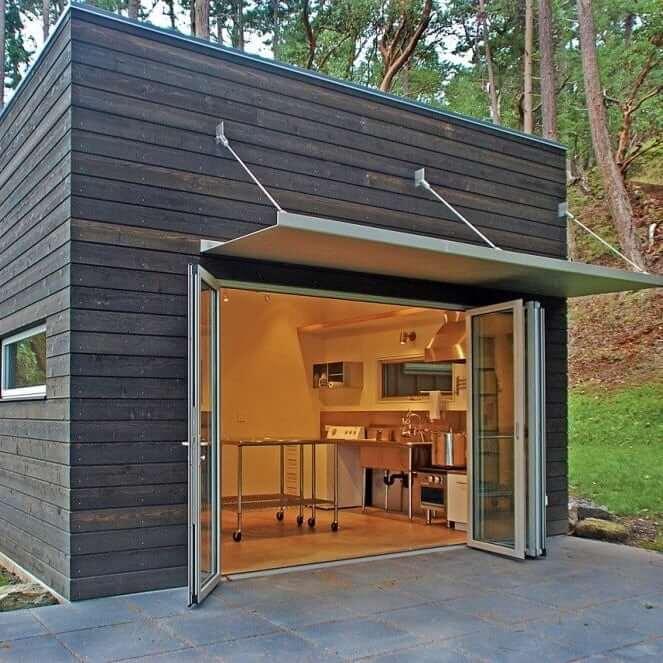 Для опытного плотника самостоятельно соорудить над летней кухней - навес от дождя, не составит никакого труда