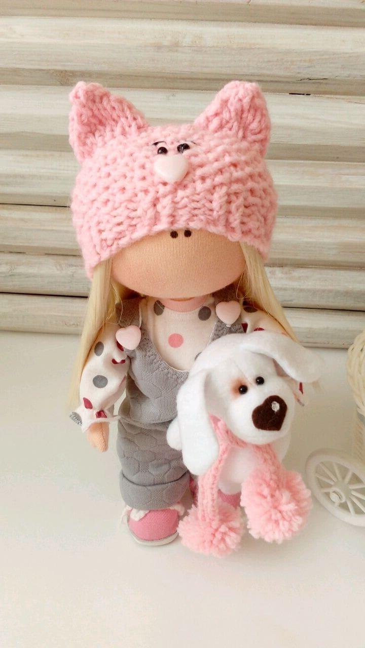 Милая кукла тильда с очаровательной собачкой в руках