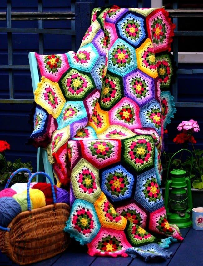 Элегантная накидка в насыщенных оттенках всех цветов радуги