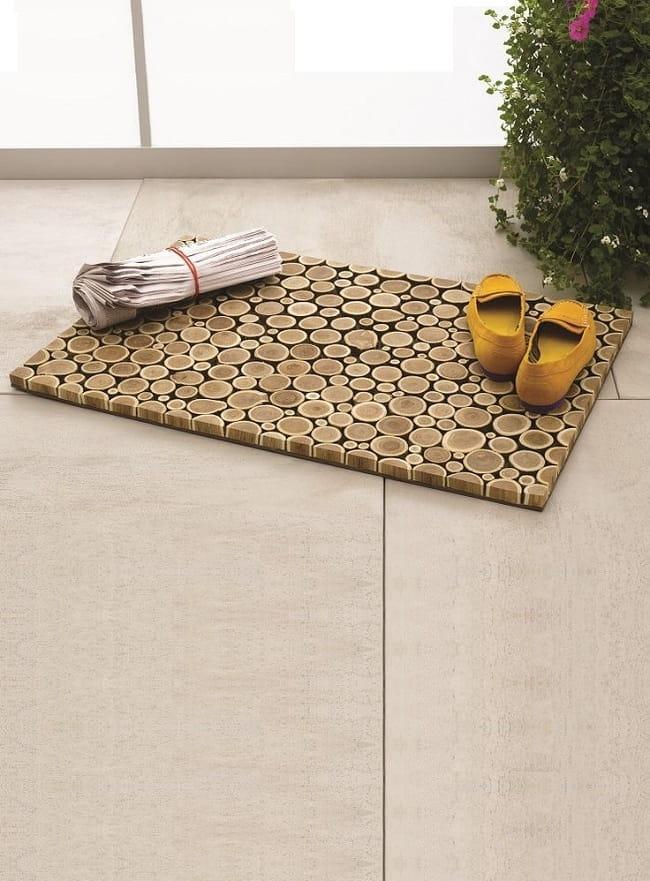 Из спилов дерева можно получить отличный коврик для прихожей