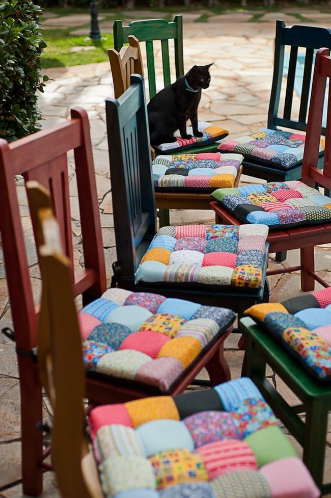 Мягкие подушки на стулья изготовленные в стиле пэчворк