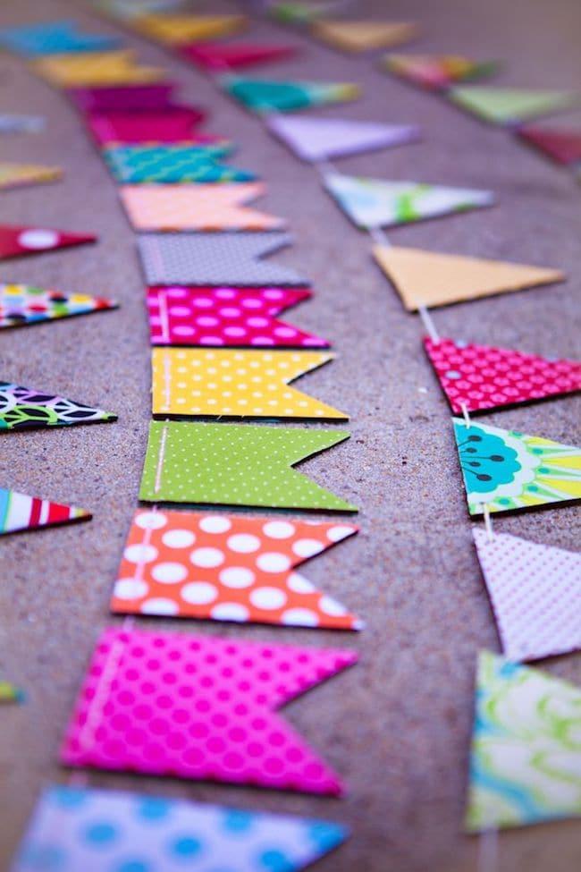 Сделать для дня рождения гирлянду из цветной бумаги можно всего за несколько часов