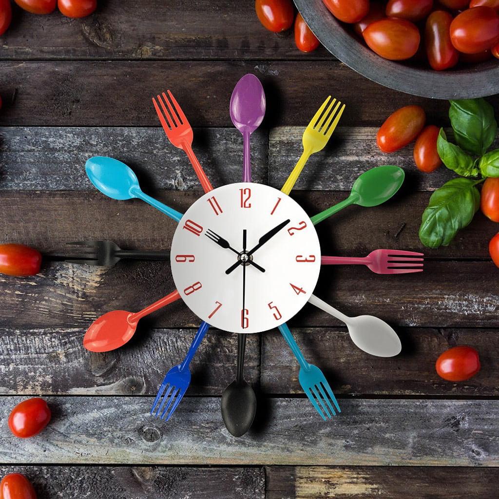 Необычные часы из ложек и вилок помогут украсить интерьер кухни
