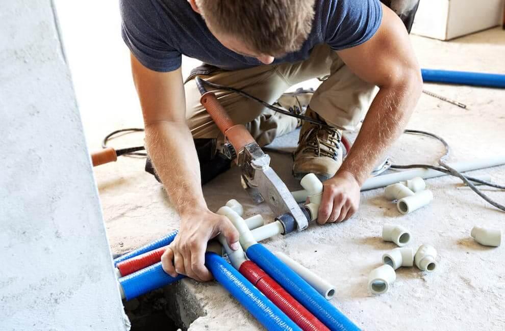 Tuyaux en polypropylène - le matériau idéal pour l'installation d'un plancher chauffant dans une maison privée.