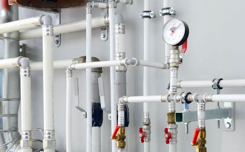 L'installation d'un système de chauffage complexe doit être réalisée par un professionnel