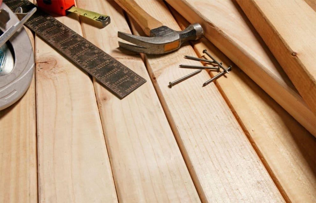 Les sols en bois sont considérés comme suffisamment solides et durables, et ils sont également faciles à installer.