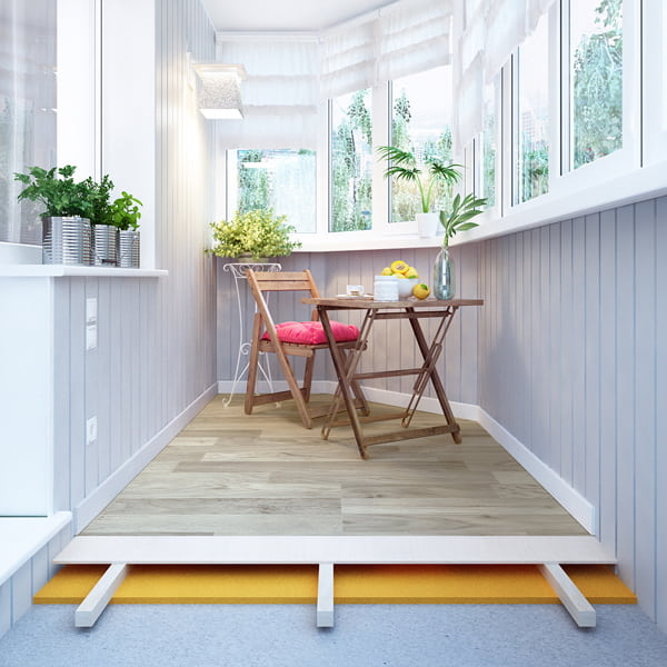 Les types modernes de linoléum peuvent être résistants à l'eau et au gel, de sorte que ce matériau est idéal pour les balcons et les loggias.