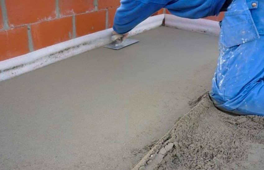 Si tous les travaux sur la chape de béton sont effectués conformément aux instructions, la surface du sol doit être parfaitement plane.