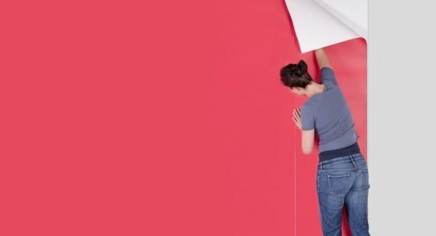 C'est plus compliqué que de superposer des papiers peints, mais le mur a l'air beaucoup plus élégant et présentable.