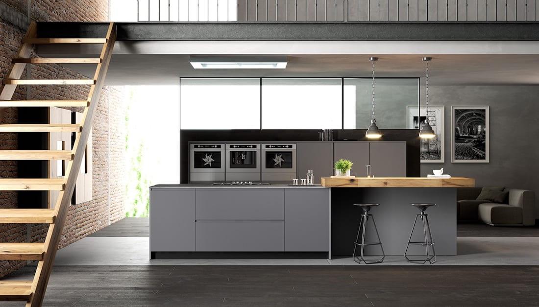 Avec une bonne lumière naturelle, l'espace cuisine peut être éclairé par un ou deux lustres au-dessus de la table et quelques spots au-dessus de la zone de travail.