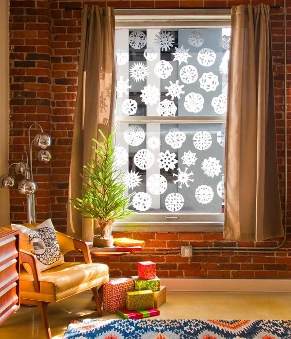 Снежинки на окнах - первый предвестник новогоднего праздника