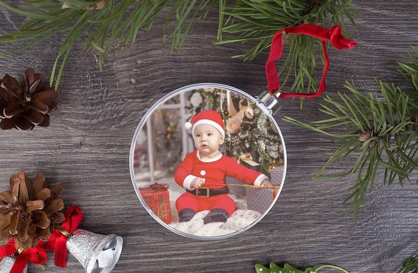 Ёлочные игрушки с фотографиями - интересная задумка, которая придется по душе и взрослым и детям