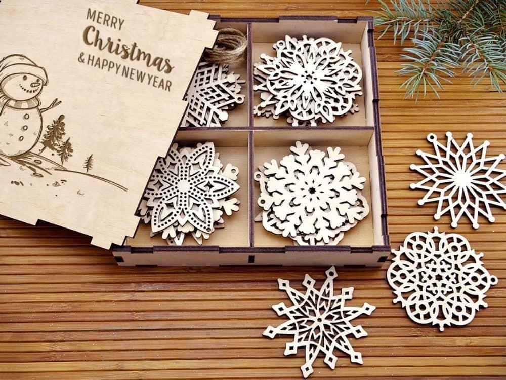 Отличный подарочный набор снежинок в красивой коробке