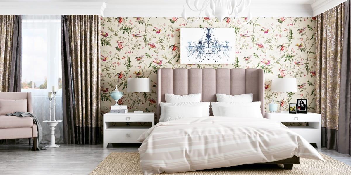 Un beau papier peint dans la chambre à coucher rendra l'intérieur vivant et attrayant.