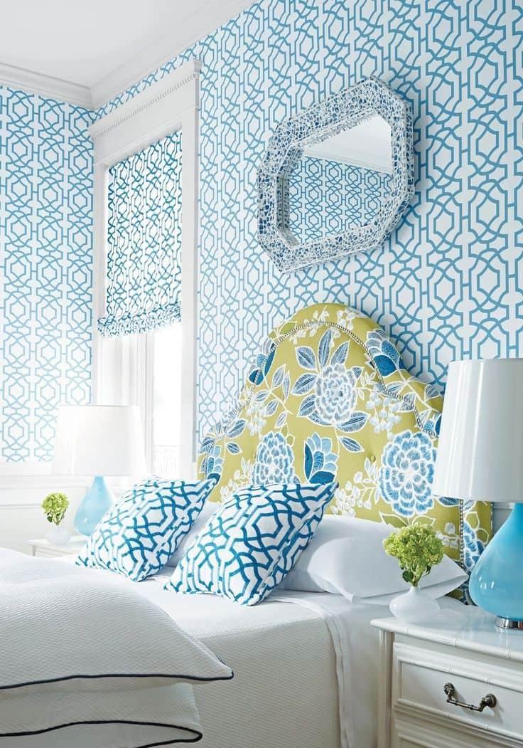 C'est très inhabituel lorsque le motif du papier peint fait merveilleusement écho aux taies d'oreiller.