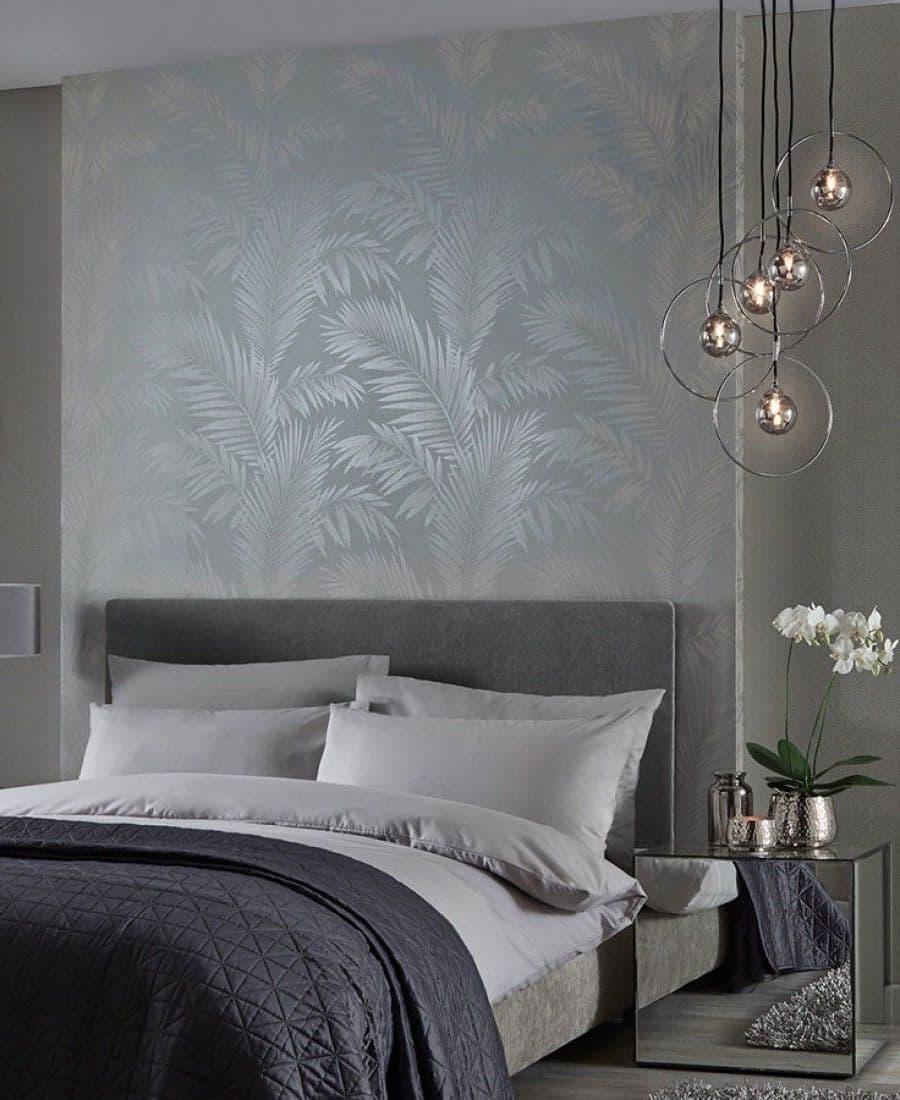 Les papiers peints sérigraphiés sont plus doux et plus esthétiques lorsqu'ils sont posés sur un fond de meubles bien choisis.