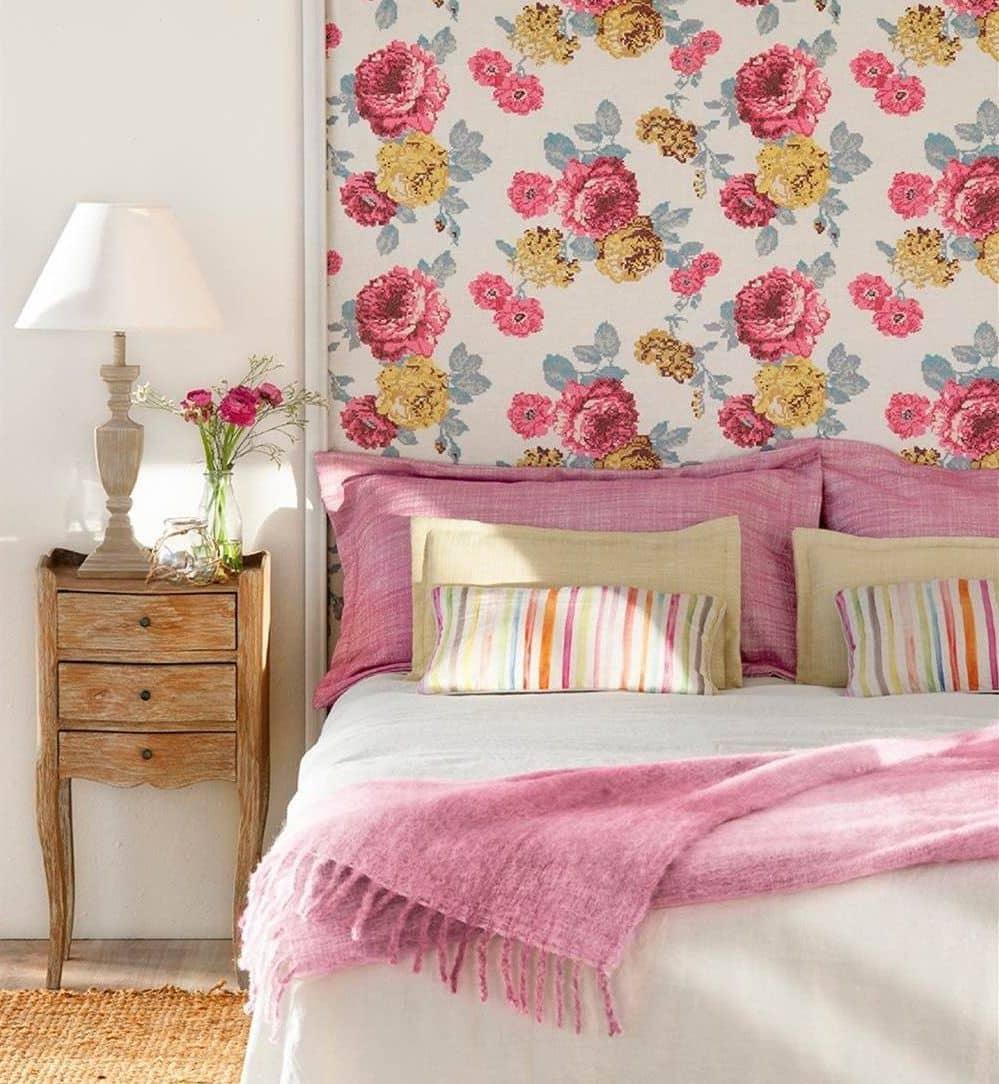 Les motifs floraux apportent une touche chaleureuse à tout intérieur, créant une atmosphère agréable et pleine d'âme.