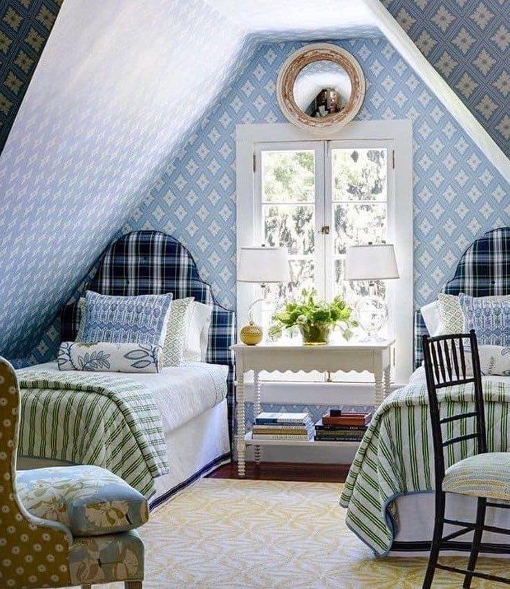 Chambre loft dans des tons bleus doux