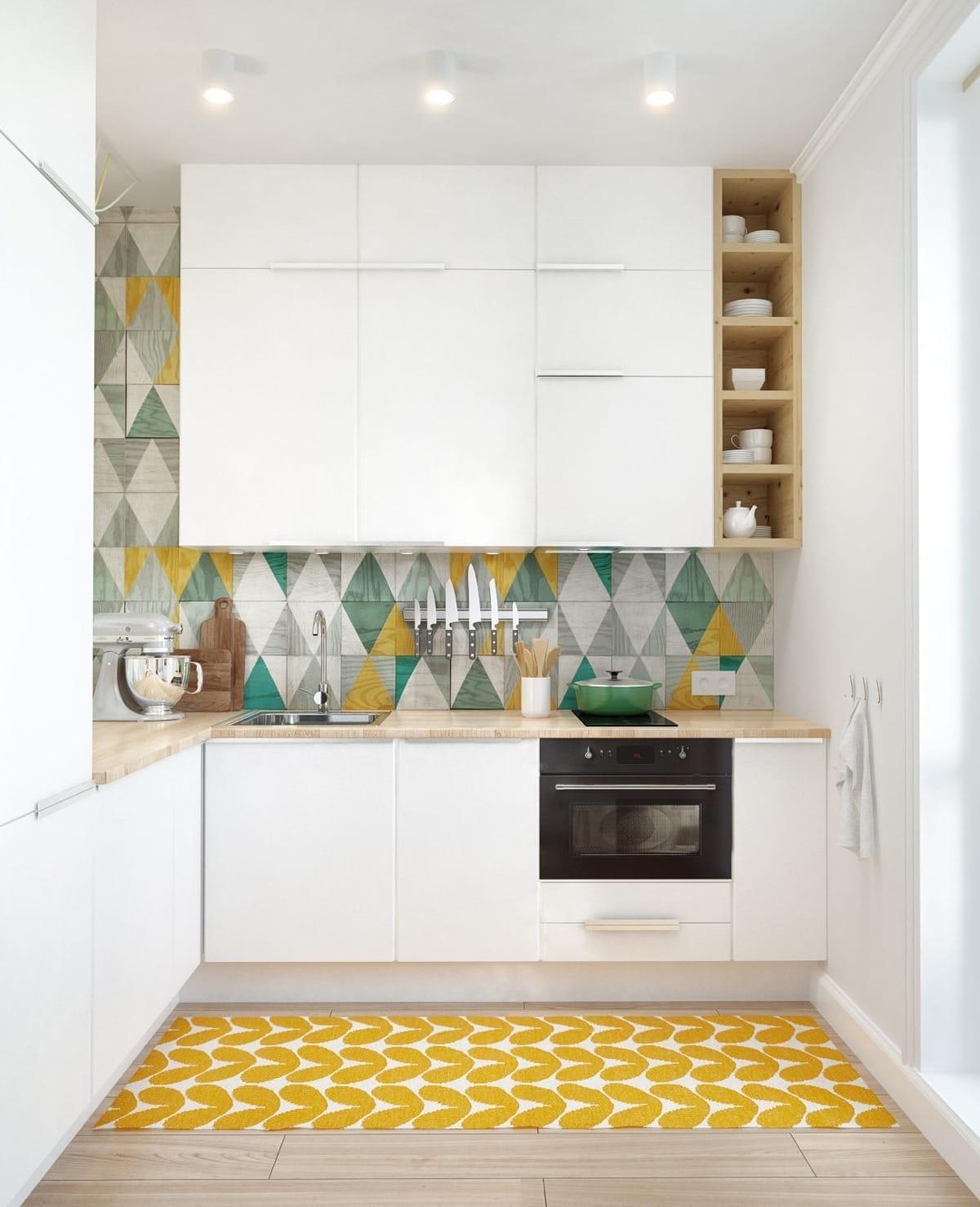 La couleur des murs et la conception de la façade jouent un rôle important pour organiser correctement l'agrandissement visuel d'un espace de cuisine étroit.