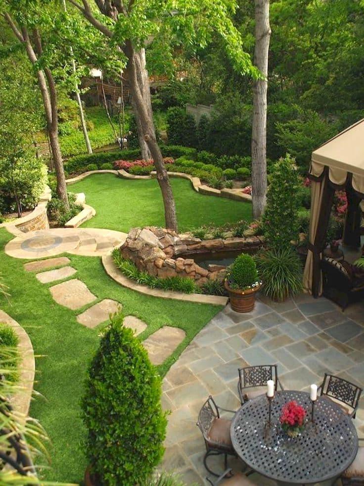 Tropiques en pierre naturelle sur une propriété de campagne