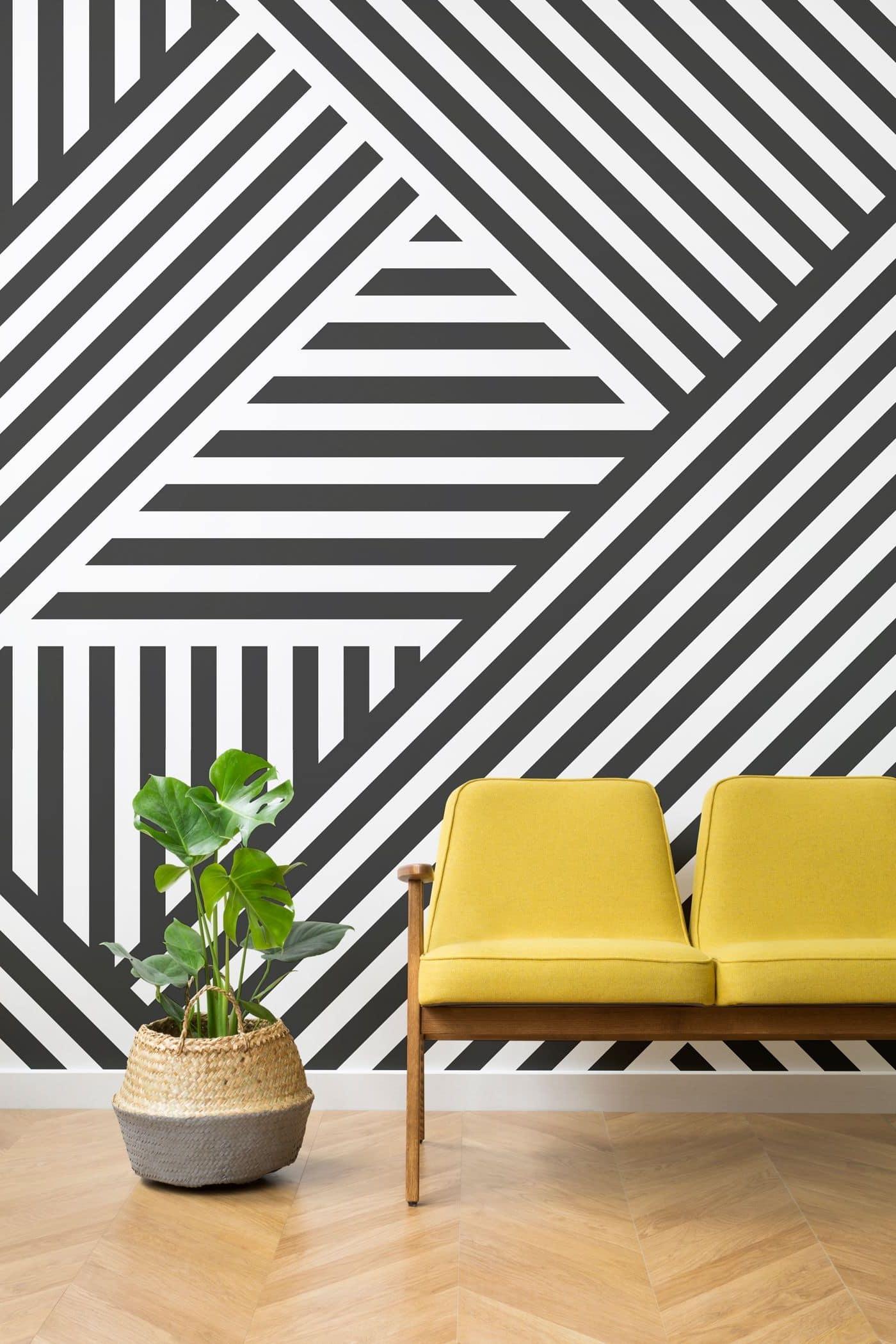 La pertinence du papier peint à rayures dans les intérieurs modernes est de nouveau à la mode