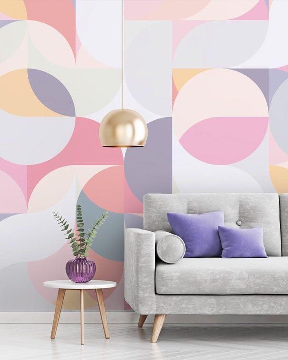 Une bonne répartition des couleurs est le facteur le plus important dans la décoration des murs en papier peint.