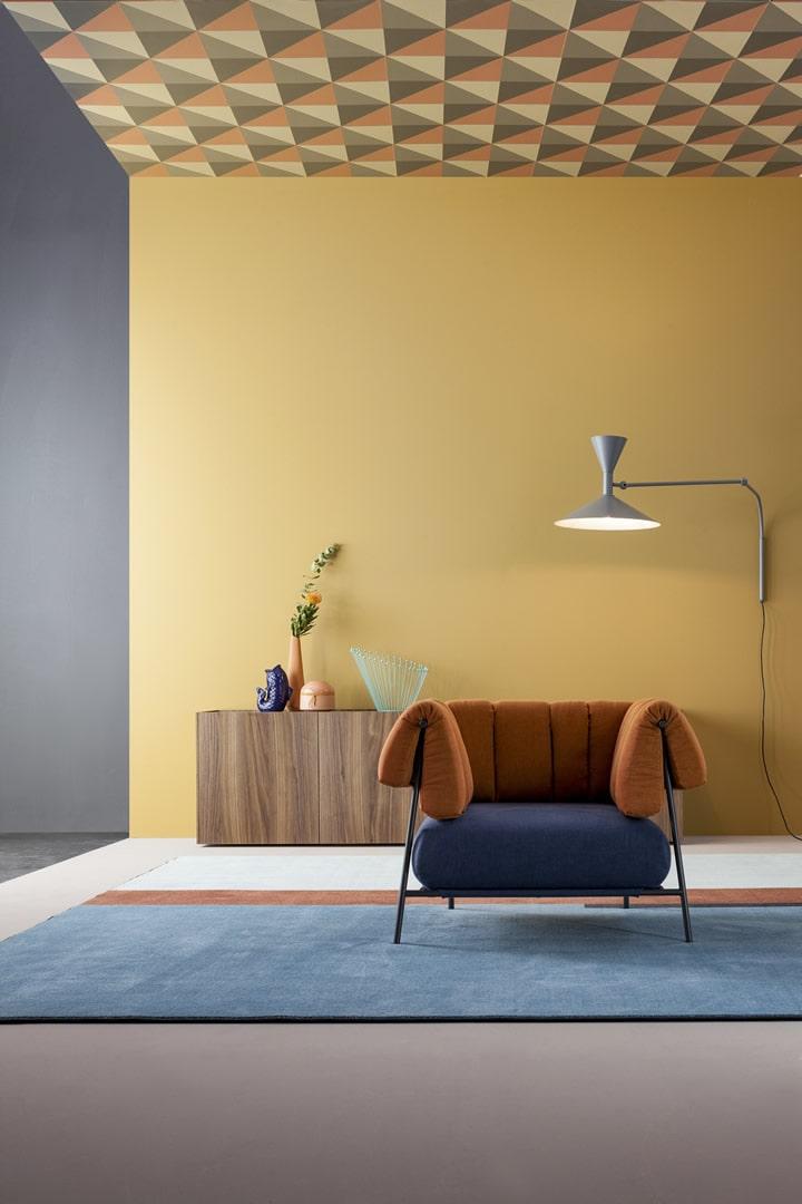 Les types de papiers peints modernes seront magnifiques non seulement sur les murs, mais aussi sur le plafond.
