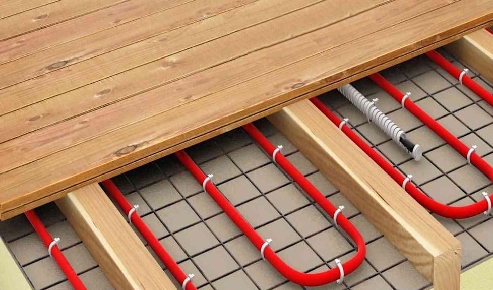 revêtement de sol électrique sous une terrasse en bois