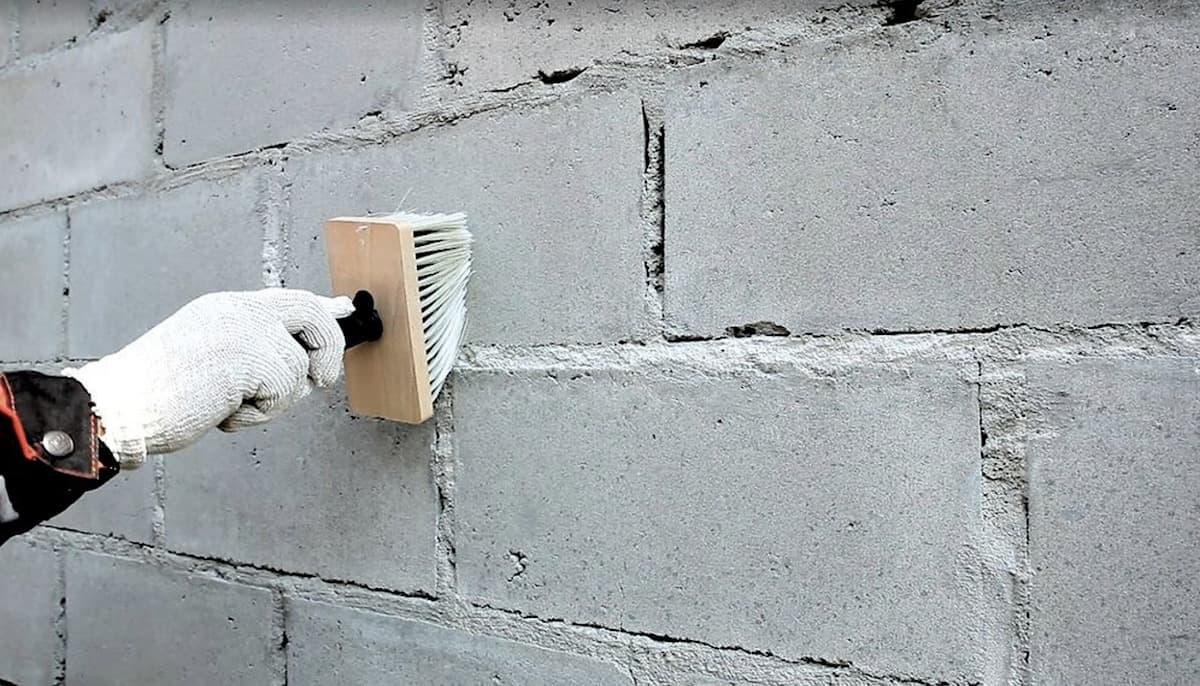 Préparation des murs avant la pose des panneaux