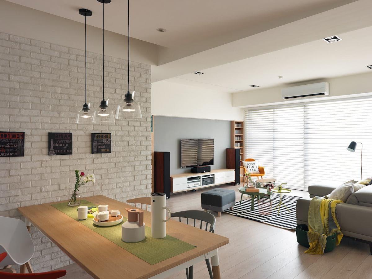 Креативный подход в оформлении гостиной комнаты в которой царит дружелюбная атмосфера
