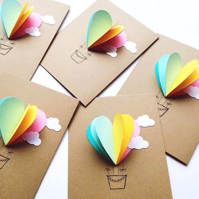 Украшать бумажные открытки – интересное и увлекательное занятие
