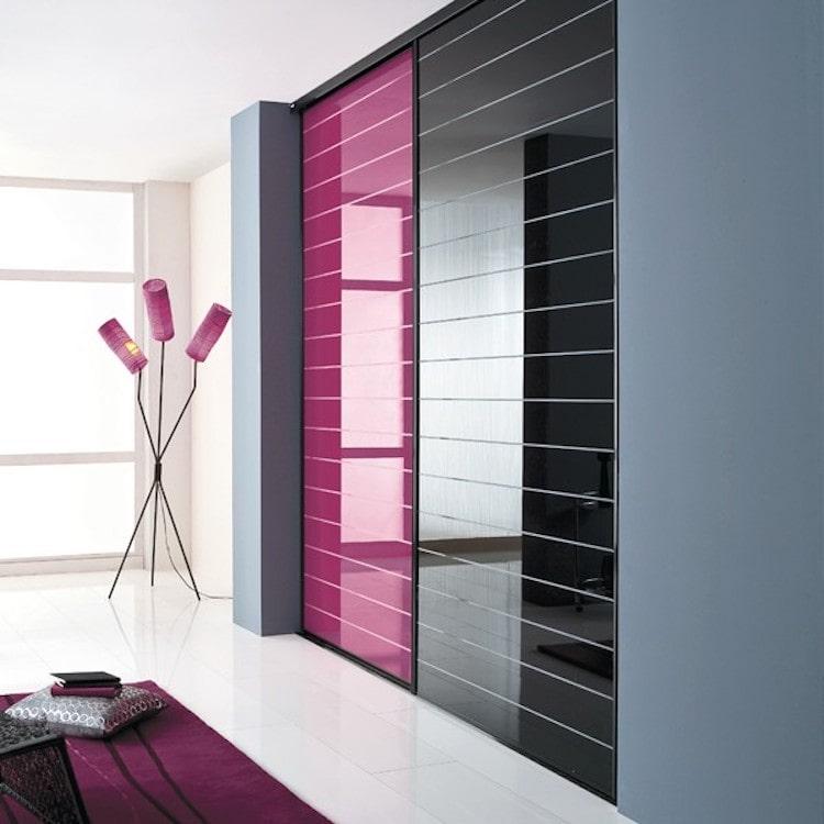 Эксклюзивный дизайн шкафа-купе с контрастными цветовыми полосками