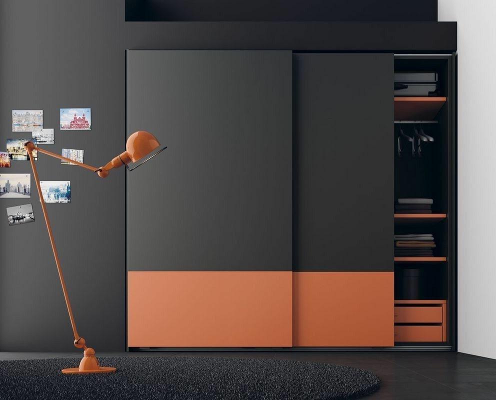 В 2021 году будет в моде черный, серый и оранжевый цвет