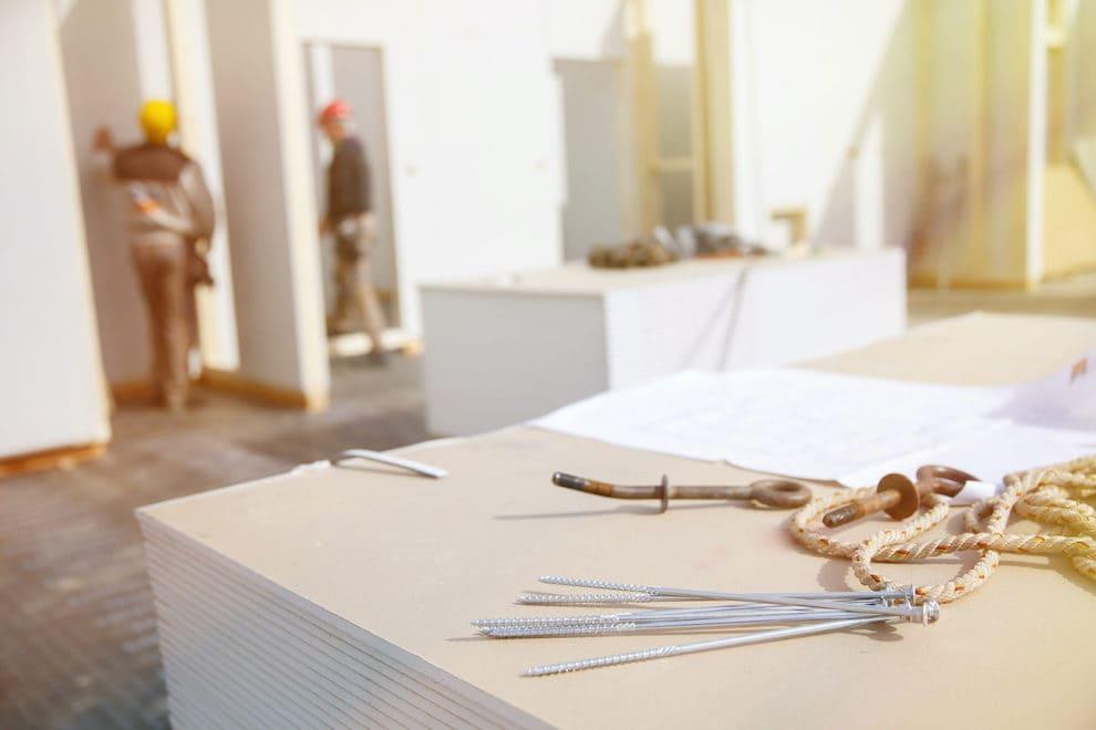 Tout charpentier qui se respecte devrait savoir comment ériger une cloison en plaques de plâtre de ses propres mains.