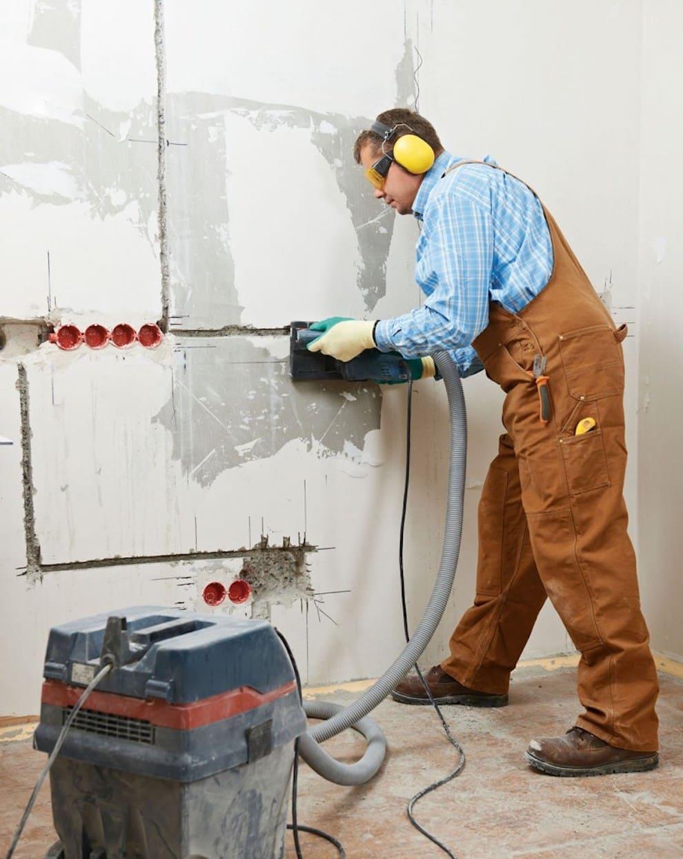 Монтаж подрозетников и штробление стен для скрытой проводки