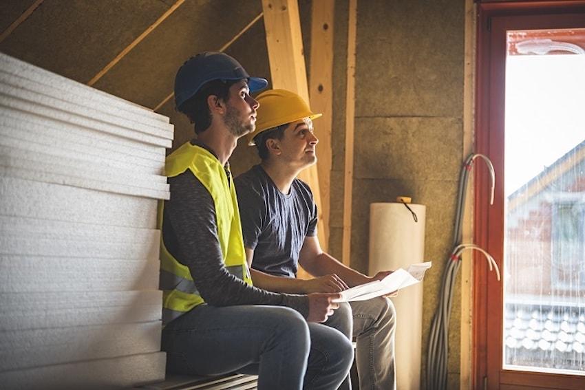 С работой по утеплению дома, используя листы пенопласта, может справиться начинающий строитель